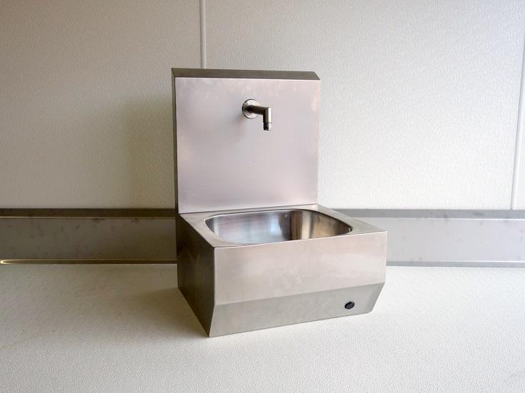 sensorgesteuertes Handwaschbecken R1/2 mit Spritzschutzwand
