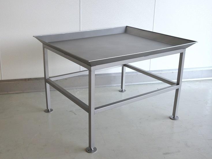 Tische / Rollwagen